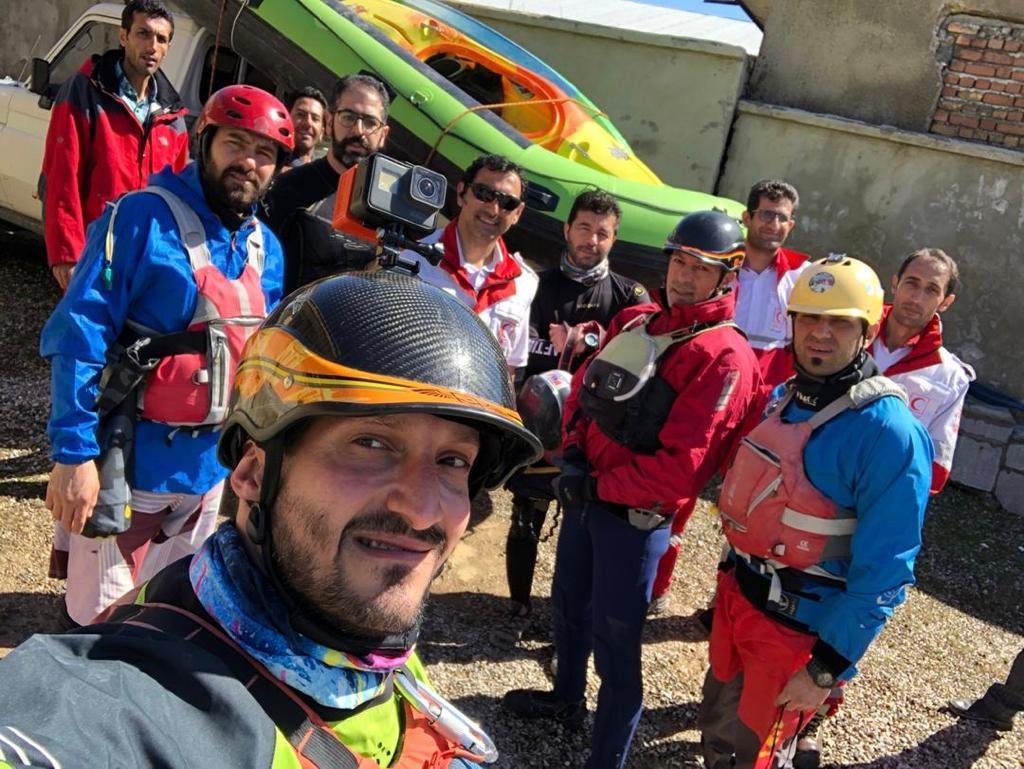 امدادرسانی تیم های قایقرانی در مناطق سیل زده